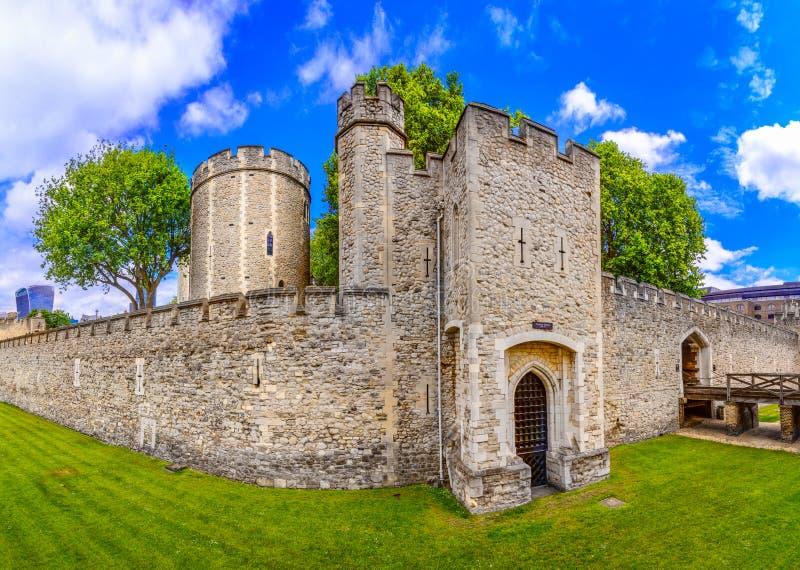 Londres, el Reino Unido de Gran Bretaña: Torre de Londres, Reino Unido fotografía de archivo