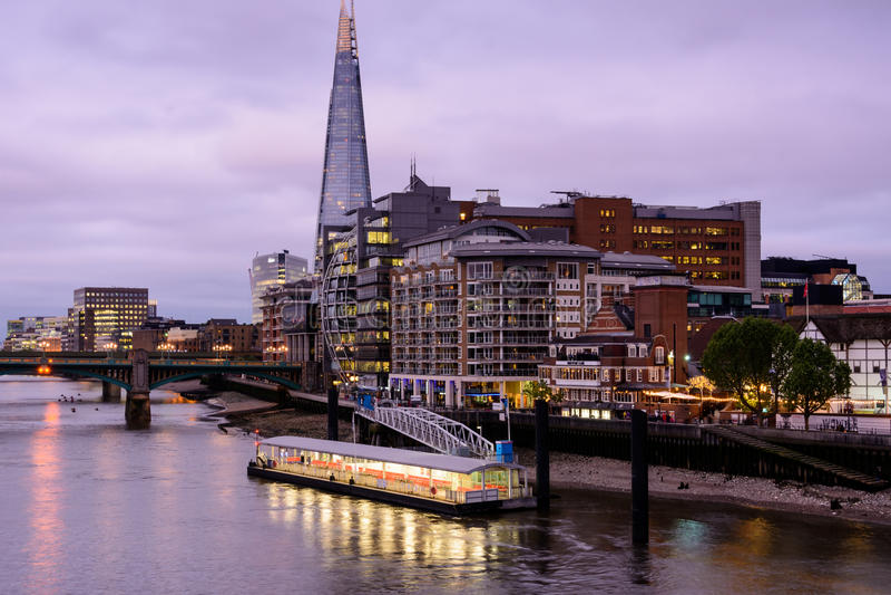 Londres - embarcadero de Bankside fotografía de archivo