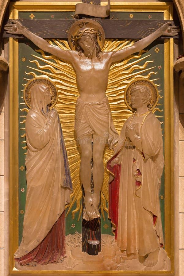 LONDRES, GRÂ BRETANHA - 17 DE SETEMBRO DE 2017: A crucificação como a estação da cruz na igreja de St James Spanish Place foto de stock royalty free