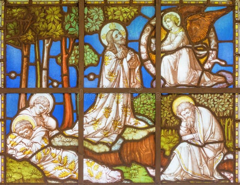 LONDRES, GRÂ BRETANHA - 20 DE SETEMBRO DE 2017: Jeus Prayer no jardim de Gethsemane no vitral na igreja St Pancras imagens de stock