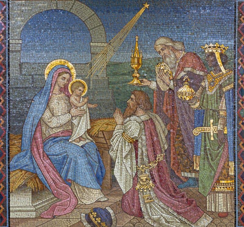 LONDRES, GRAN BRETAÑA - 17 DE SEPTIEMBRE DE 2017: El mosaico de la adoración de unos de los reyes magos en St Barnabas de la igle fotos de archivo