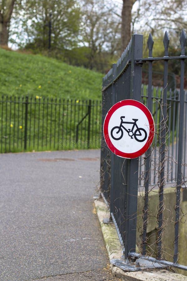 Londres, Gran Breta?a 12 de abril de 2019 Parque de Battersea Norte de la impulsi?n de carro imagen de archivo