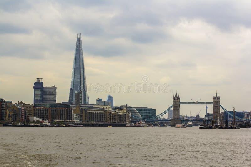 Londres, Gran Breta?a 12 de abril de 2019 Torre Bridge1 El casco imagenes de archivo