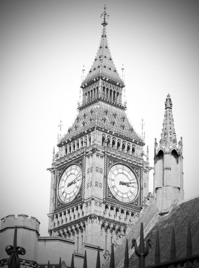 Londres grand Ben et construction Angleterre a vieilli image stock