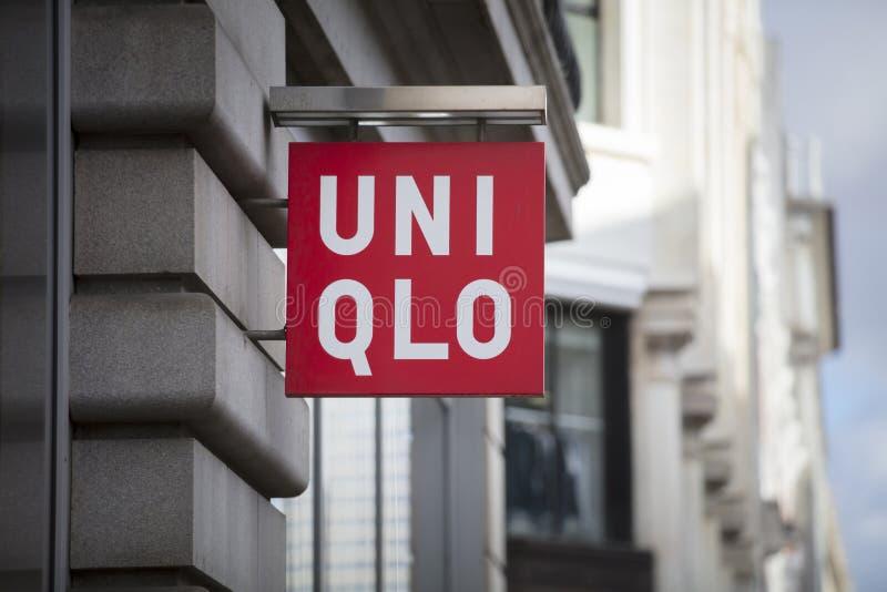 Londres, grand Londres, le Royaume-Uni, le 7 février 2018, un signe et un logo pour Uniqlo photos libres de droits