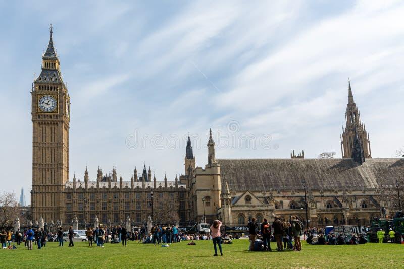 Londres, Inglaterra; 03/12/2016: Casas del parlamento y de ben grande en Londres fotos de archivo libres de regalías