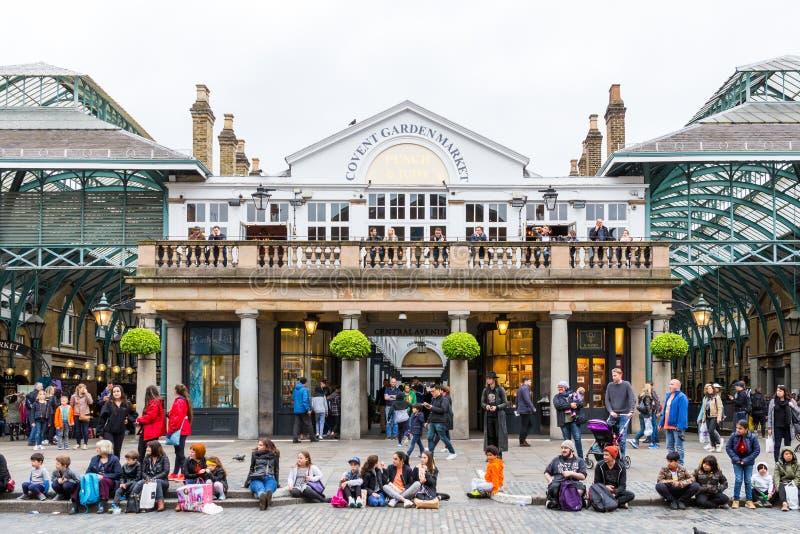 Londres, Inglaterra - 4 de abril de 2017: Mercado del jardín de Covent, uno de th imagen de archivo