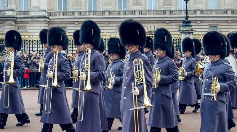 Londres/Inglaterra - 02 07 2017: Desfile real de Music del guardia que marcha en el Buckingham Palace Pelotón de los jugadores de imagenes de archivo
