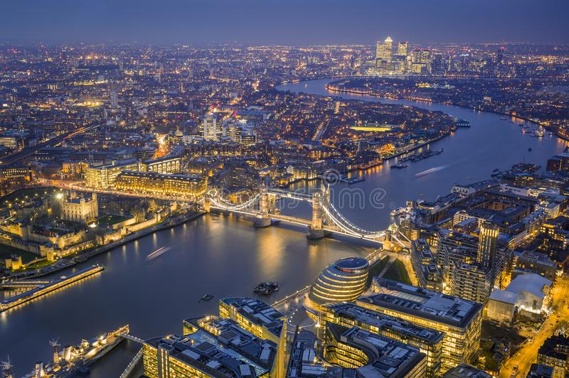 Londres, Inglaterra - opinião aérea da skyline de Londres Este inclu da vista foto de stock