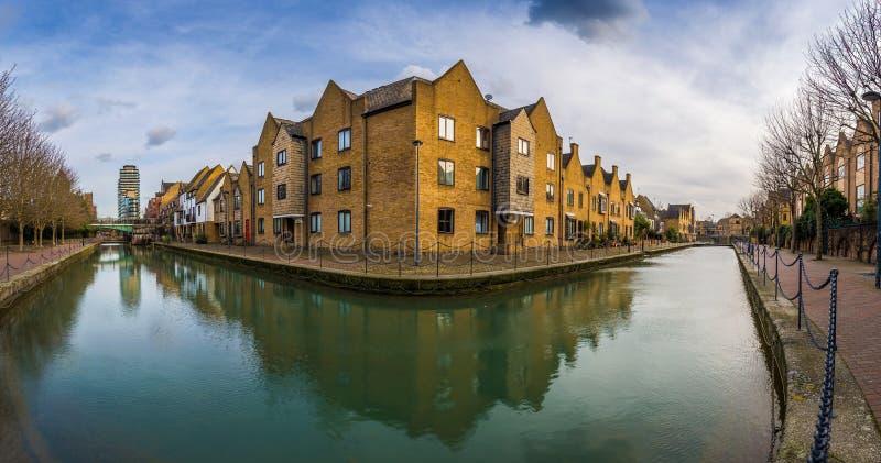 Londres, Inglaterra - vista panorámica del canal ornamental imágenes de archivo libres de regalías