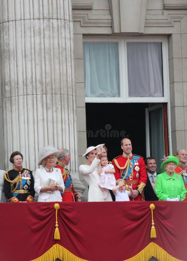 Londres junho de 2016 - agrupando-se aniversário da rainha Elizabeth da cor o 90th fotografia de stock