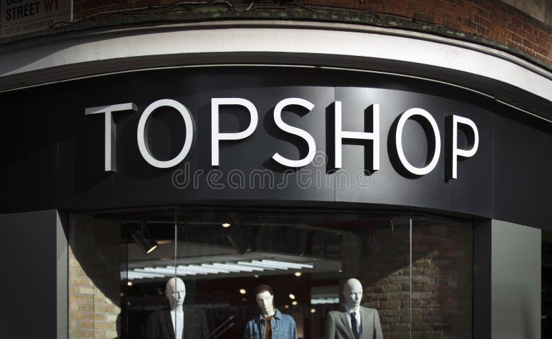 Londres, a mais grande Londres, Reino Unido, o 7 de fevereiro de 2018, um sinal e um logotipo para Topshop foto de stock royalty free