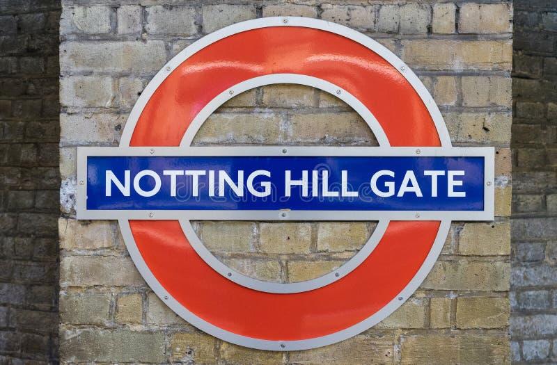 Londres - 30 mars : La station de métro de porte de Notting Hill se connectent image libre de droits