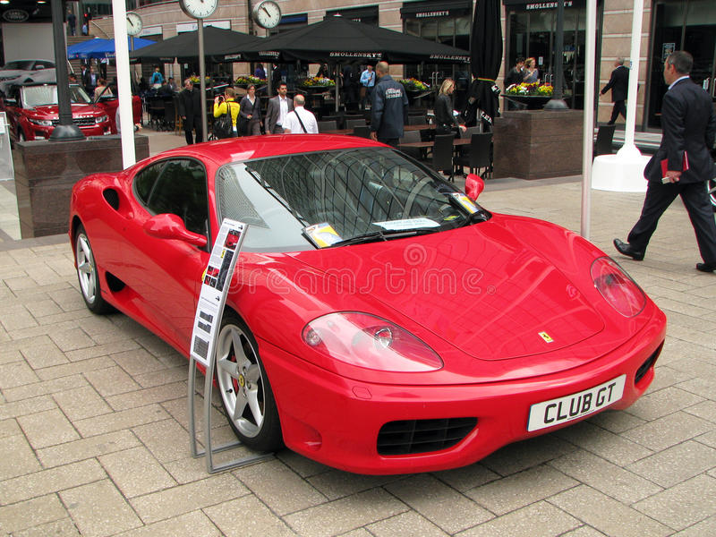 Londres Motorexpo 2011 - ferrari rouge image stock