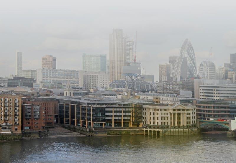Londres nevoenta fotos de stock