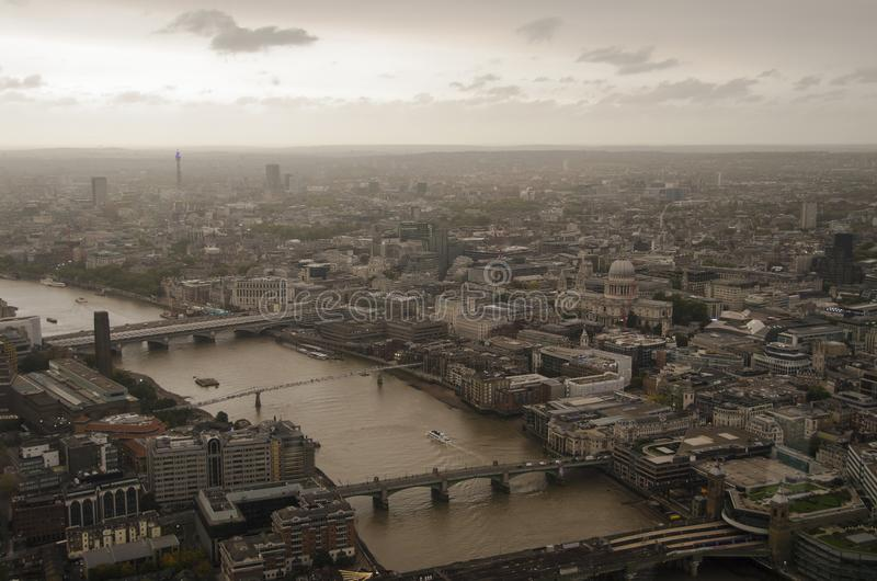 Londres pendant l'Ophelia Storm photos stock