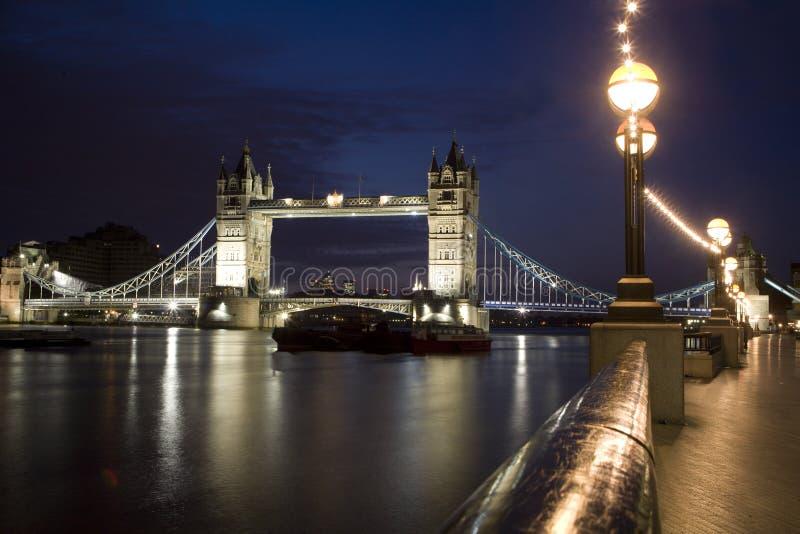 Londres - ponte da torre na noite imagens de stock royalty free