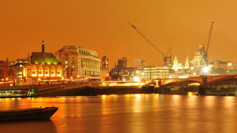 Londres por noche foto de archivo libre de regalías