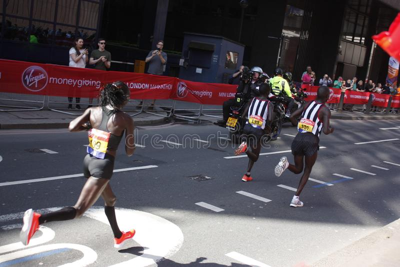 Londres, R-U Avril 2018 : Coureur d'élite du marathon de Londres images libres de droits