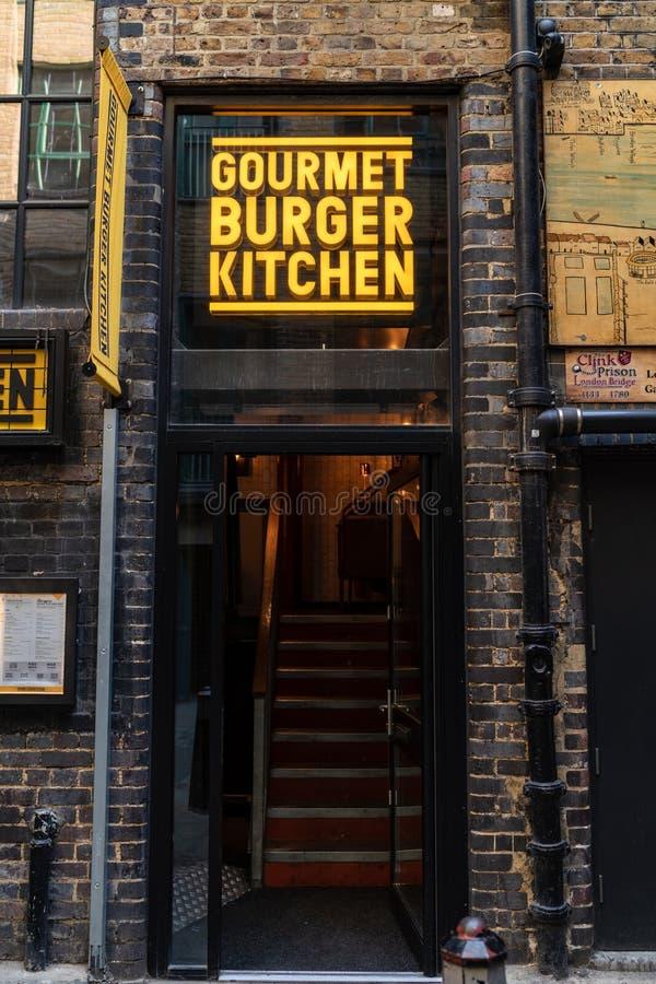 LONDRES, R-U - 1ER AVRIL 2019 : Cuisine gastronome d'hamburger, devanture, entrée, restaurant à Londres photographie stock