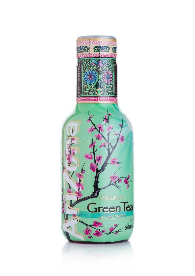 LONDRES, R-U - 10 JANVIER 2018 : Bouteille en plastique de boisson non alcoolisée de thé vert de l'Arizona sur le blanc photo libre de droits
