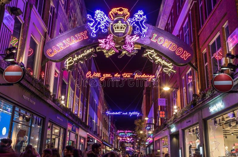 LONDRES, R-U - 11 NOVEMBRE 2018 : Décorations de Noël de Carnaby Street en 2018 Dans un thème de Bohème de rhapsodie Un bon nombr image stock