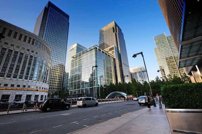 Londres, Reino Unido: 1º de julho de 2019 - noite de Canary Wharf no coração financeiro de Londres foto de stock royalty free