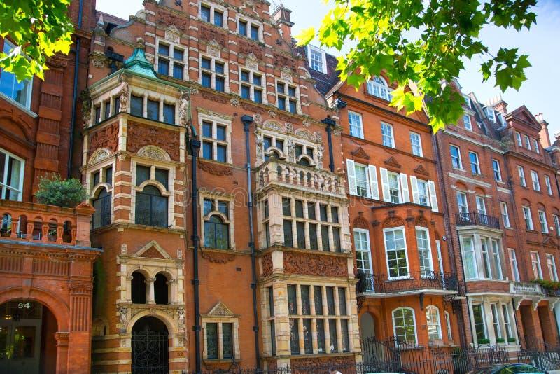 Londres, Reino Unido Ária residencial de Kensington e de Chelsea Porta de Cadogan com fileira de construções periódicas Suporte l foto de stock royalty free