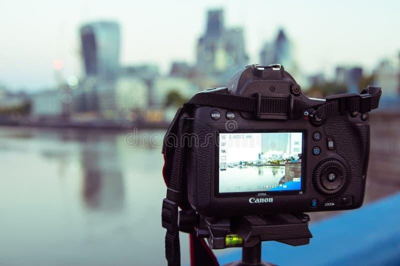 17/10/2017 Londres, Reino Unido, cámara de Canon que filma buldings de la ciudad de Londres imagen de archivo libre de regalías