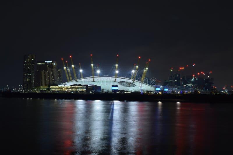 Londres Reino Unido 02/12/2017 Cena da noite da arena O2 em Londres fotografia de stock royalty free