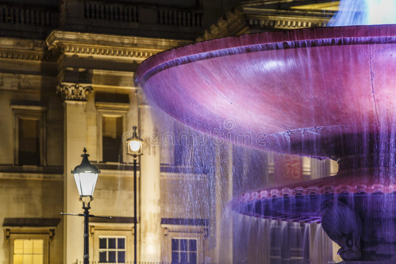 LONDRES, REINO UNIDO - CERCA DE 2015: National Gallery na noite foto de stock royalty free
