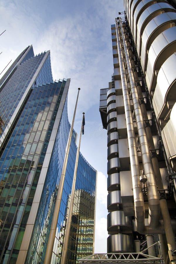 LONDRES, REINO UNIDO - 24 DE ABRIL DE 2014: Cidade de Londres uma dos centros principais da finança global, matrizes para bancos  fotos de stock