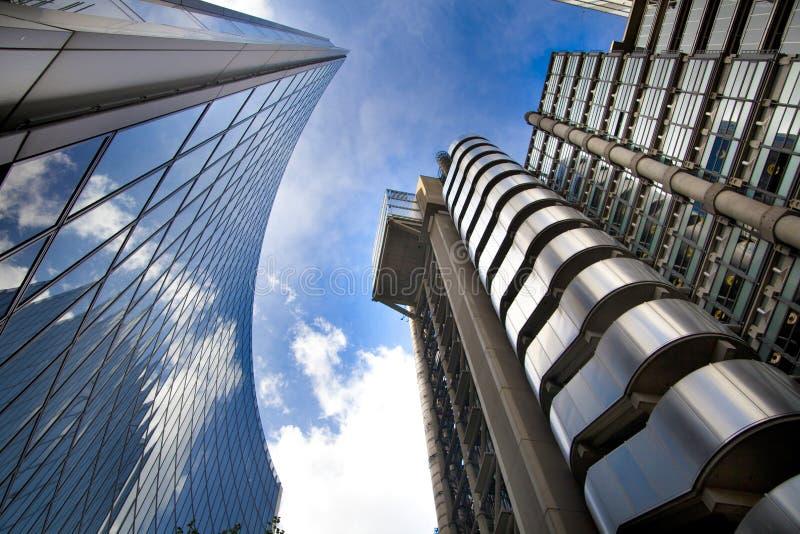 LONDRES, REINO UNIDO - 24 DE ABRIL DE 2014: Cidade de Londres uma dos centros principais da finança global, matrizes para bancos  fotografia de stock royalty free