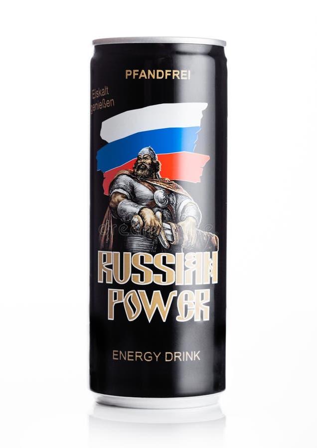 LONDRES, REINO UNIDO - 27 DE ABRIL DE 2019: Lata de alumínio da bebida original da energia do poder do russo no fundo branco imagens de stock