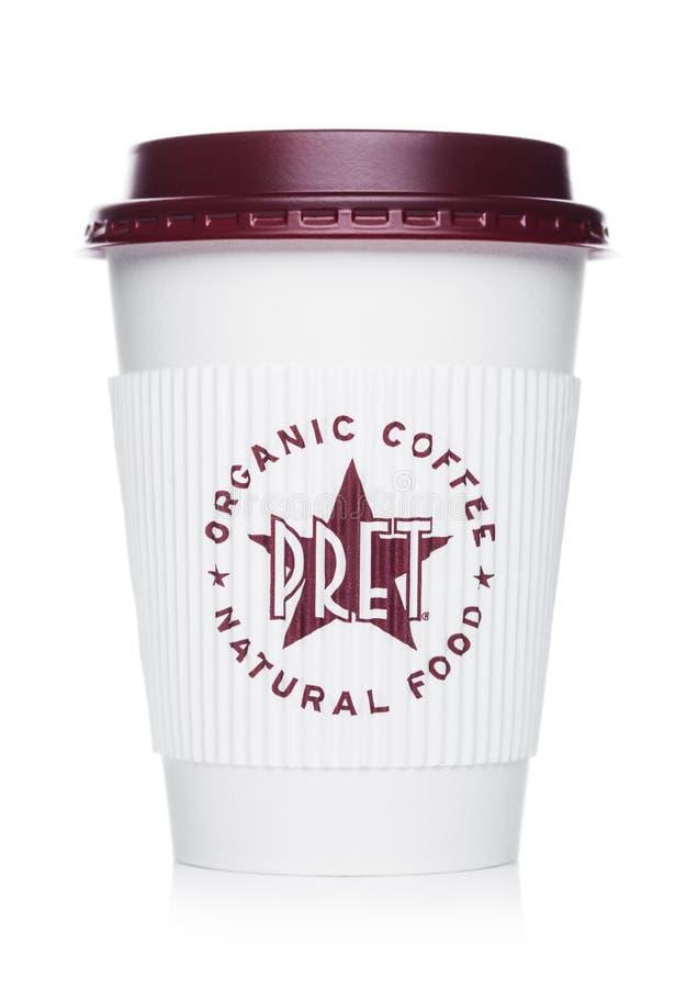 LONDRES, REINO UNIDO - 15 DE ABRIL DE 2019: Pret um copo de papel do caf? do comedoiro da corrente famosa da cafetaria com logoti fotos de stock