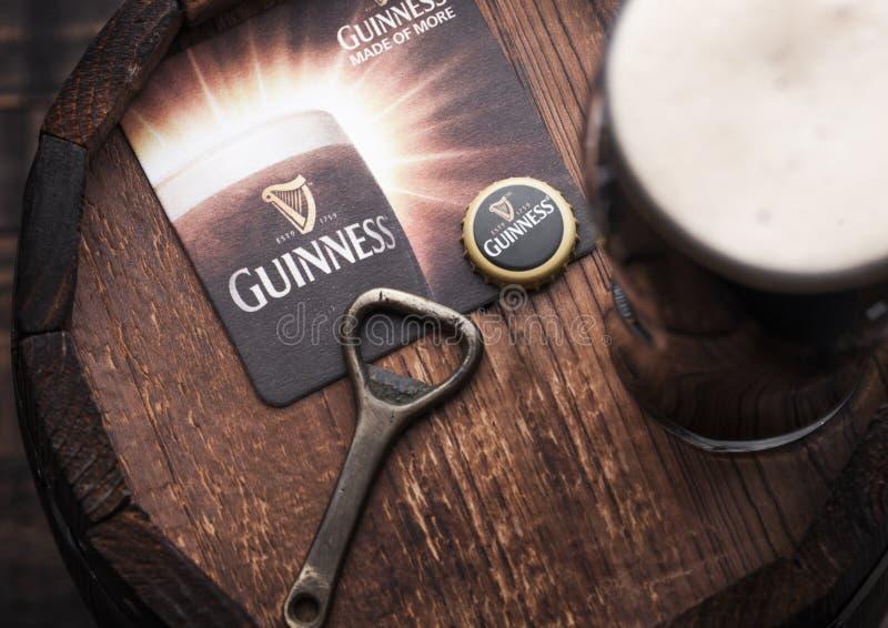 LONDRES, REINO UNIDO - 27 DE ABRIL DE 2018: Vidro original do esboço de Guinness fotografia de stock royalty free