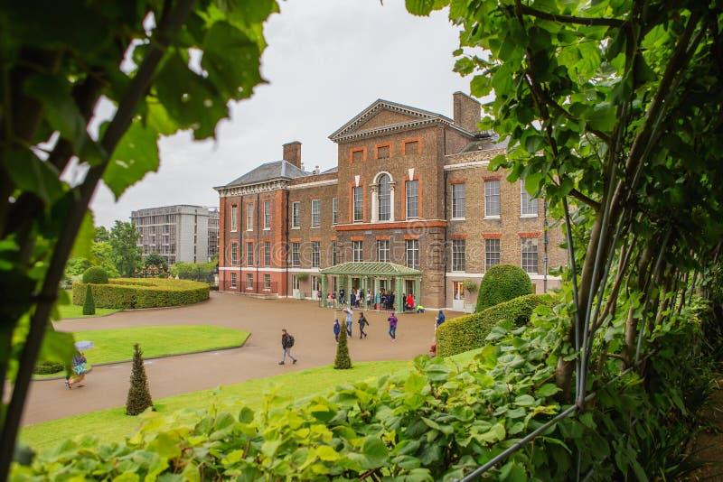 LONDRES, Reino Unido - 18 de agosto de 2017: Palácio de Kensington imagem de stock