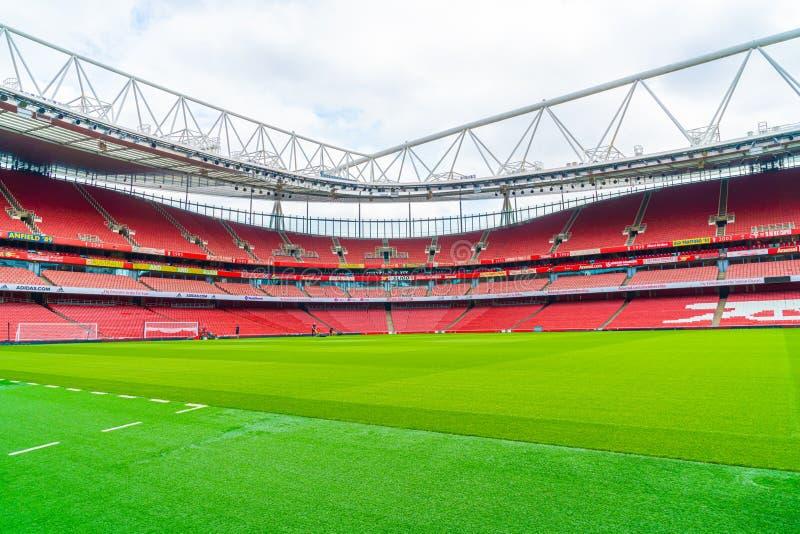 Londres, Reino Unido - 31.2019 de agosto: Una foto del estadio de los Emiratos vacío durante el fin de semana que abre para que e imagenes de archivo