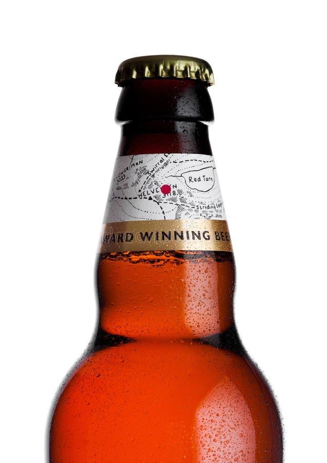 LONDRES, REINO UNIDO - 10 DE ENERO DE 2018: Botella fría de cerveza de oro de Wainwright en blanco fotografía de archivo libre de regalías