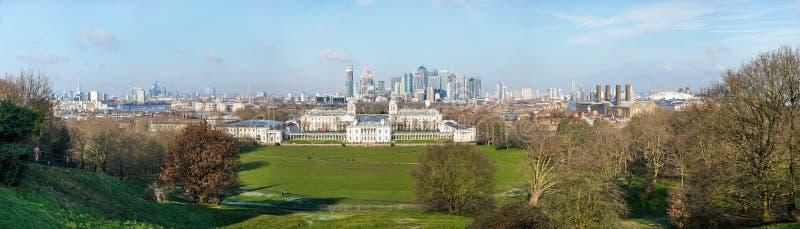 Londres, Reino Unido - 2 de febrero de 2019: Panorama de alta resolución del paisaje urbano de Londres con rascacielos en Canary  imagen de archivo