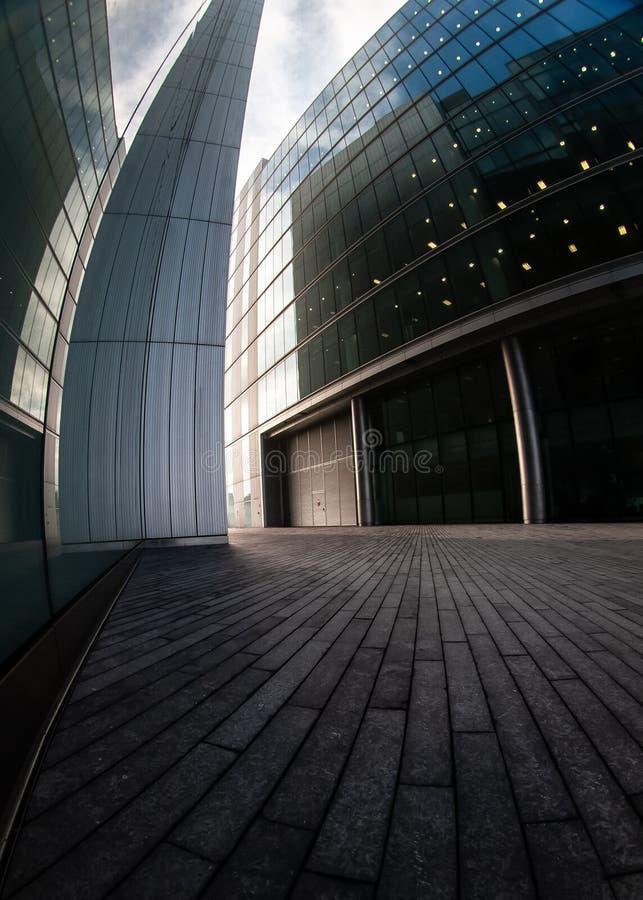 Londres, Reino Unido - 10 de fevereiro de 2007: Foto larga extrema do fisheye 2 mais propriedades do lugar de Londres projetadas  fotos de stock royalty free