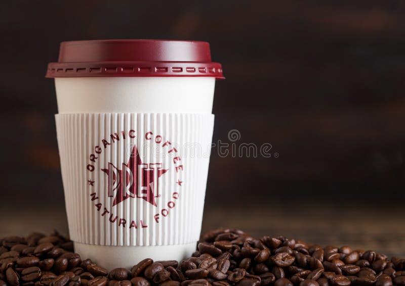 LONDRES, REINO UNIDO - 5 DE JUNHO DE 2019: Copo de papel do café do comedoiro de Pret A para para levar embora com os feijões de  imagem de stock royalty free