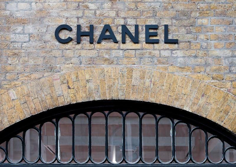 LONDRES, REINO UNIDO - 2 DE JUNHO DE 2017: Chanel Covent Garden Pop-Up Store em Londres fotos de stock royalty free