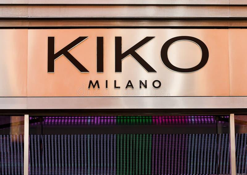 LONDRES, REINO UNIDO - 2 DE JUNHO DE 2017: Uma exposição da tomada de KIKO em Londres É fundado em 1997 por Antonio Percassi, KIK imagens de stock royalty free