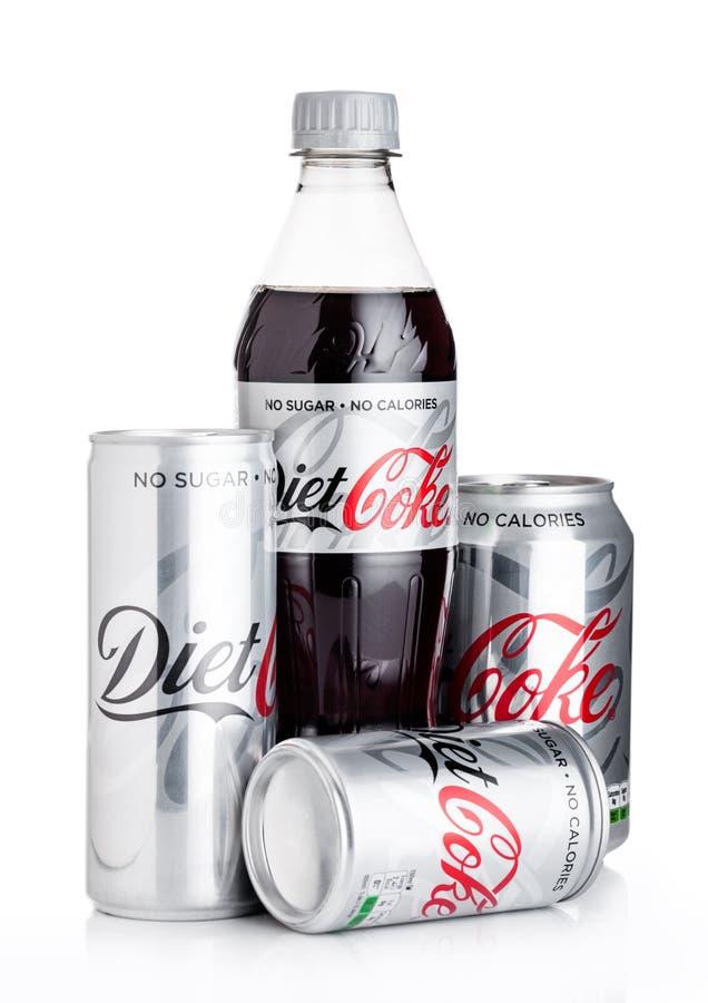 LONDRES, REINO UNIDO - 2 DE JUNIO DE 2018: Botella de dieta Coca-Cola en blanco Coca-Cola es uno de los productos más populares d fotografía de archivo libre de regalías