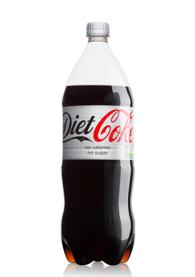 LONDRES, REINO UNIDO - 9 DE JUNIO DE 2017: Botella de refresco de Coca-Cola light en blanco Coca-cola Company, un corpo multinaci fotos de archivo libres de regalías