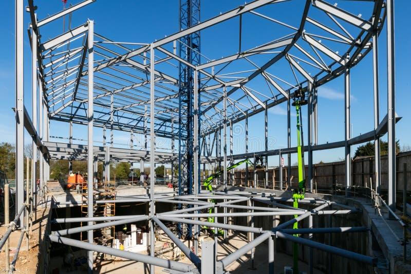 LONDRES, REINO UNIDO - 4 DE MAIO DE 2016 - armação de aço da construção nova na construção fotos de stock
