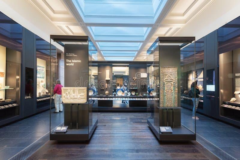 Londres, Reino Unido - 13 de maio de 2019: British Museum, Londres Exposição de arte islâmica, produtos manufaturados arqueológic fotos de stock royalty free