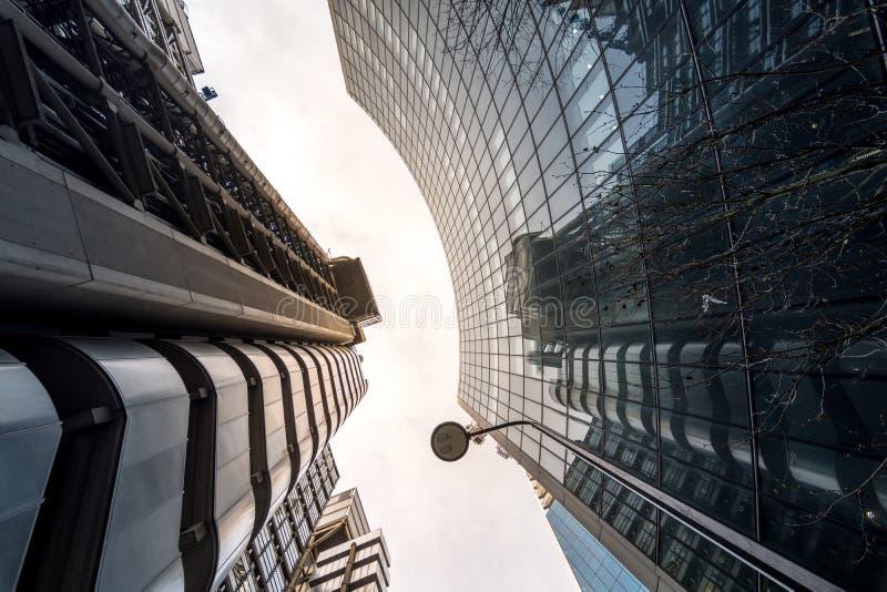 Londres, Reino Unido - 29 de março de 2017: A construção de vista industrial futurista de Lloyds foto de stock royalty free