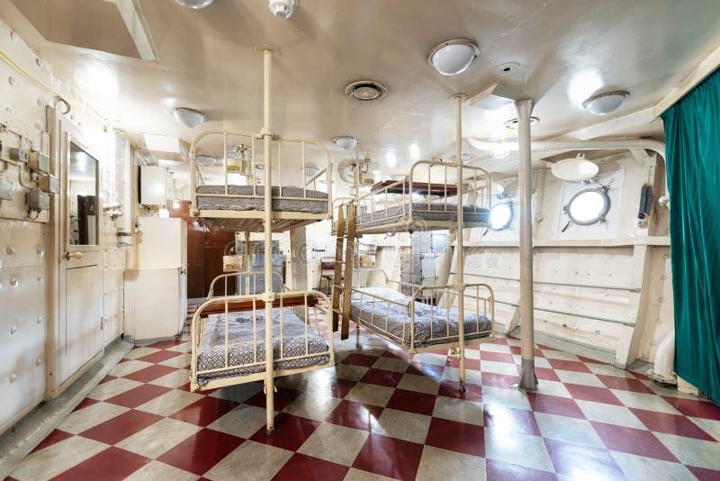 Londres, Reino Unido - 13 de mayo de 2019: El interior del museo del buque de guerra del HMS Belfast, consideró la acción durante fotografía de archivo libre de regalías